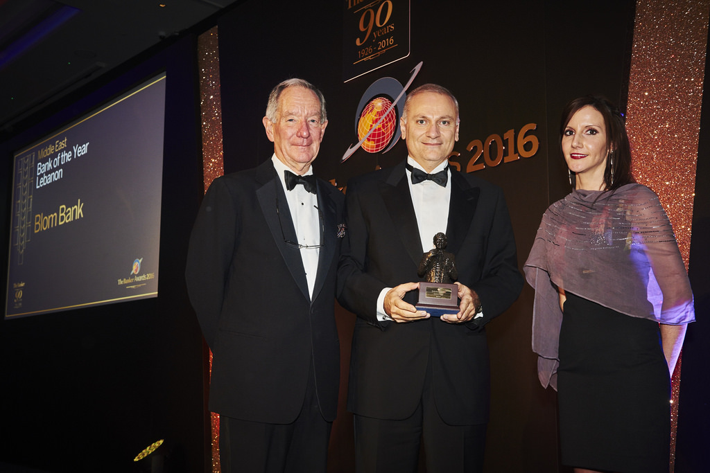 mr-saad-azhari-receiving-the-award