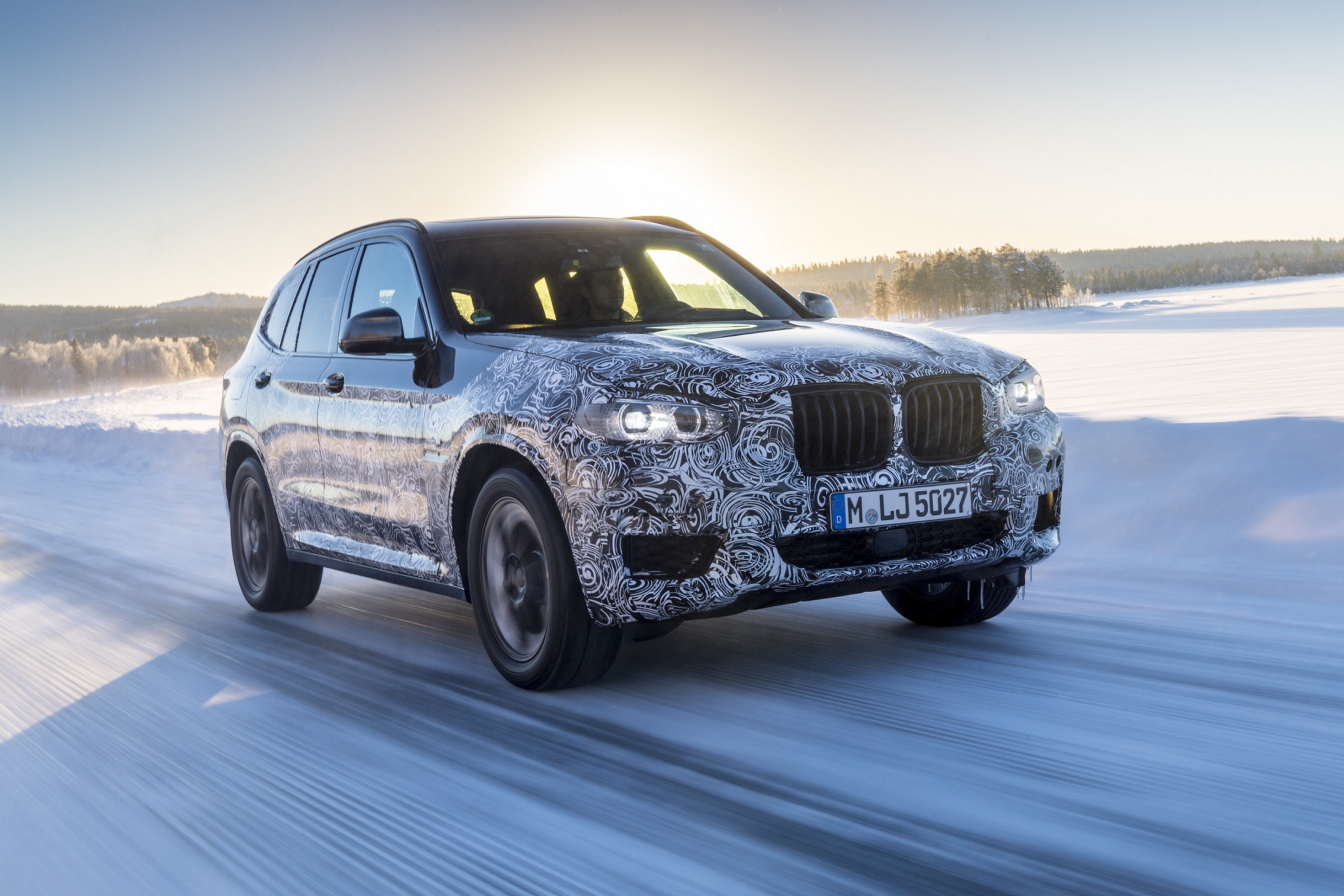 P90249810_highRes_the-new-bmw-x3-under