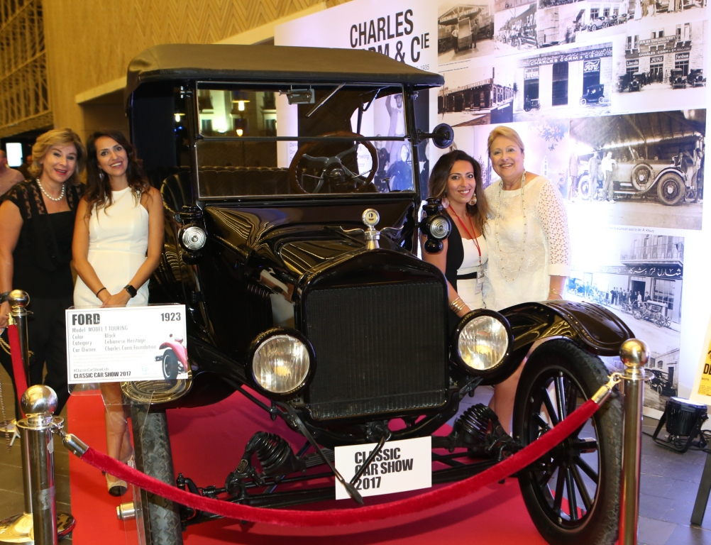Ford T - 1923 and Events Production team - Copy